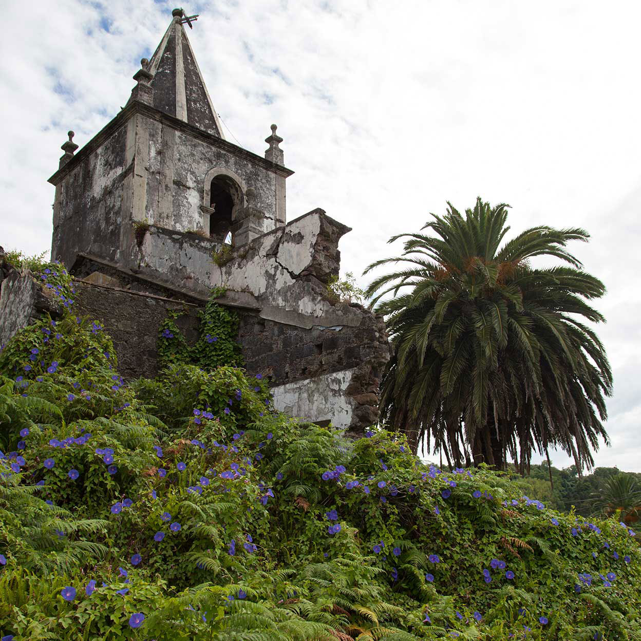 Pedro Miguel ruined church after the 1998 earthquake. Our Faial full day tour will take us all around